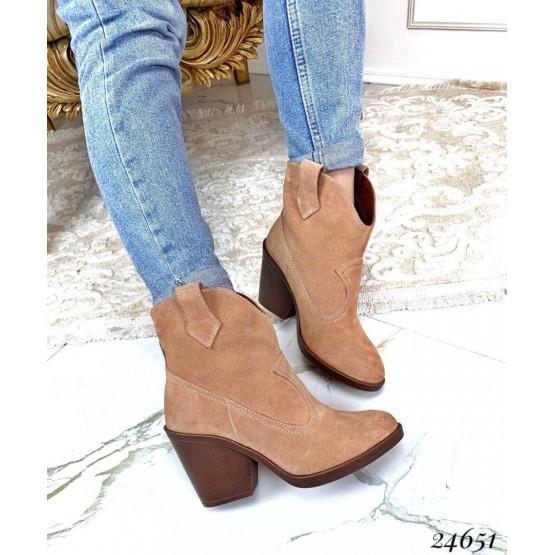 Женские ботинки коричневые казаки демисезонные замшевые, бежевые нат замш
