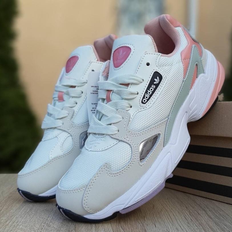 Жіночі кросівки Adidas Falcon білі з пудрою. Живе фото. Репліка
