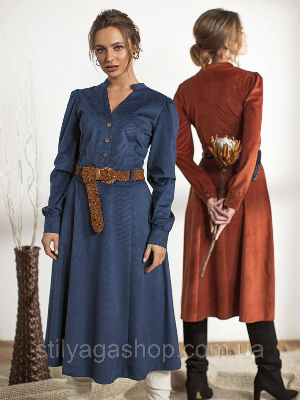 Однотонное вельветовое платье-миди с воротником стойкой