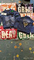 Куртка джинсовая для мальчика на 8-11 лет синего, серого цвета с нашивками оптом