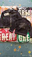 Куртка джинсовая для мальчика на 8-11 лет серого цвета с нашивками оптом