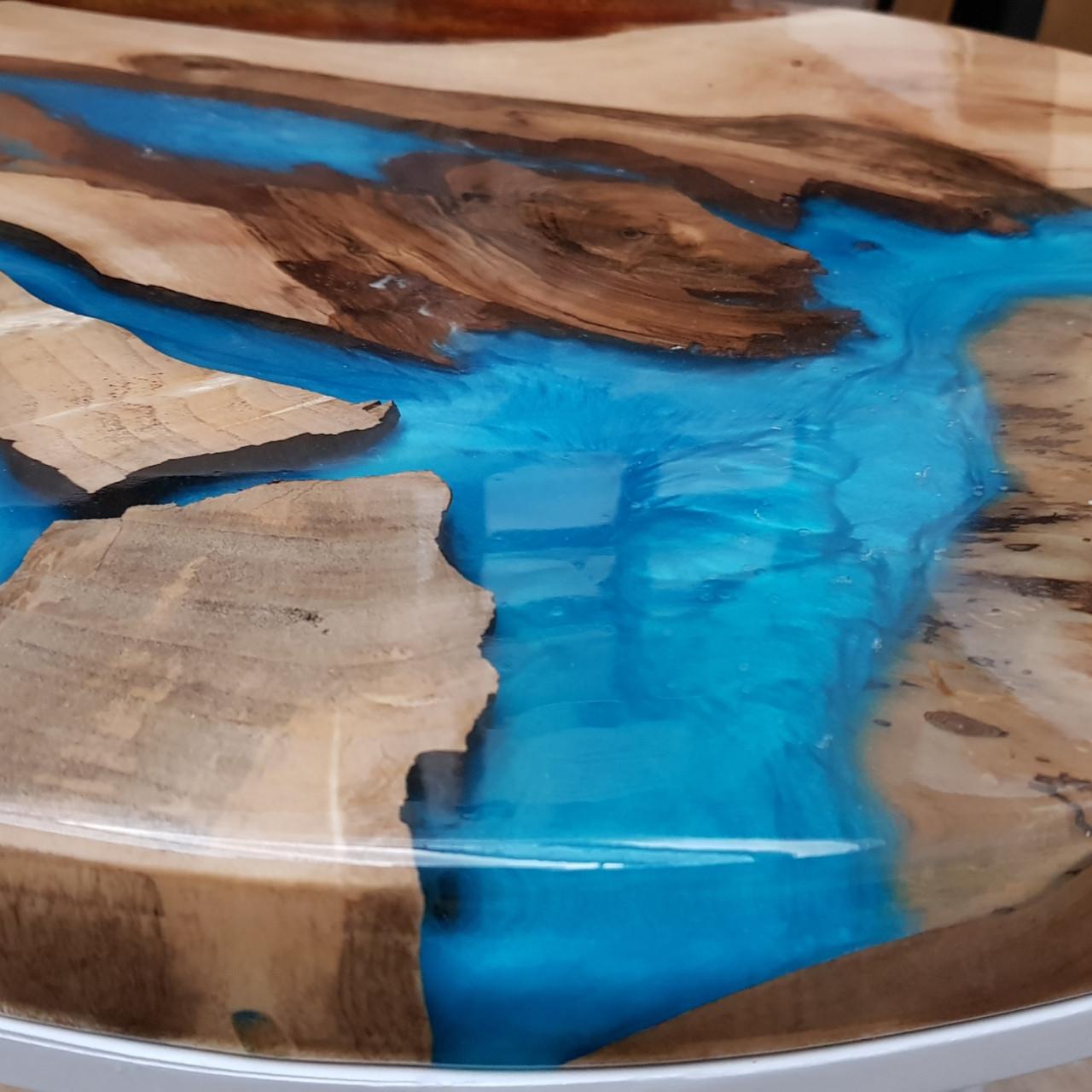Журнальный  круглый стол с массива грецкого  ореха и прозрачной эпоксдной смолой  3-D эффект  Диаметр - 58см