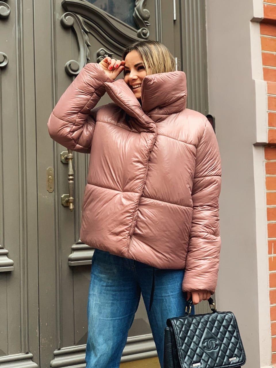 Женская объемная зимняя куртка с высоким воротником стойкой tez301218