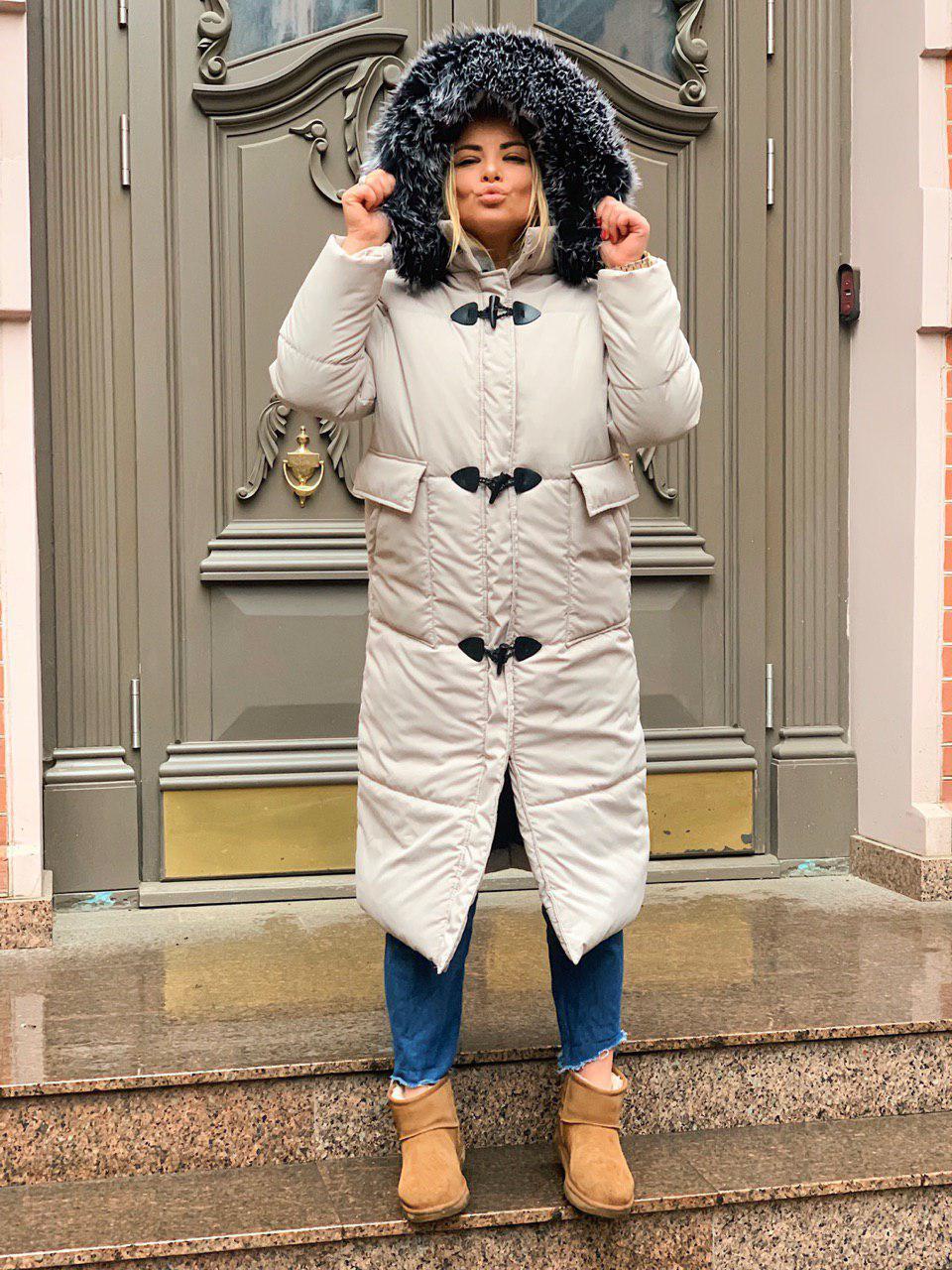 Женское теплое зимнее пальто с меховой опушкой и накладными карманами tez301219