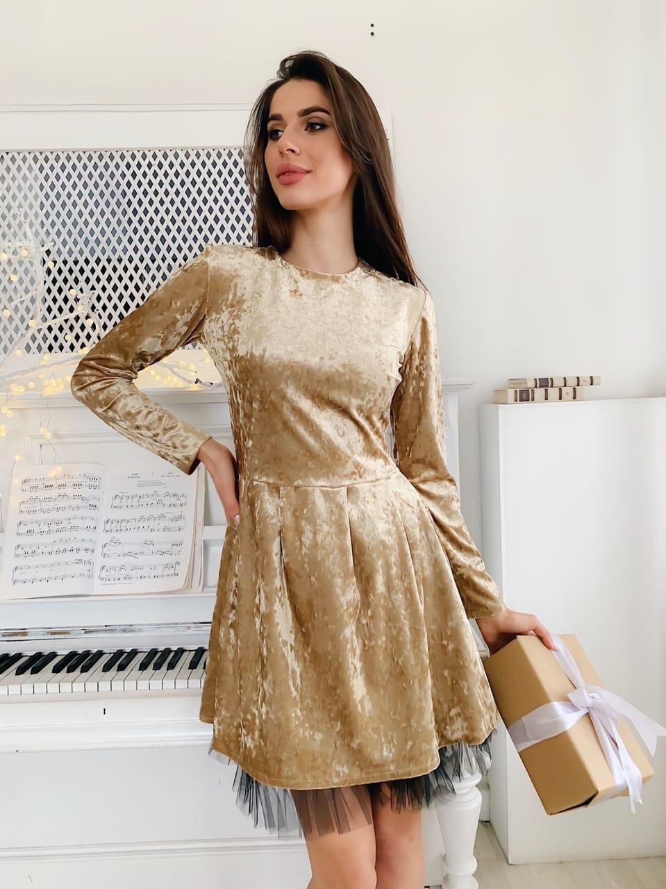 Велюровое платье с расклешенной юбкой и длинным рукавом tez7303690