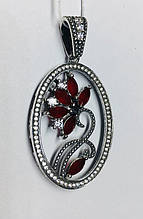 Круглый кулон с цветочным узором и красным цирконом Флоренция