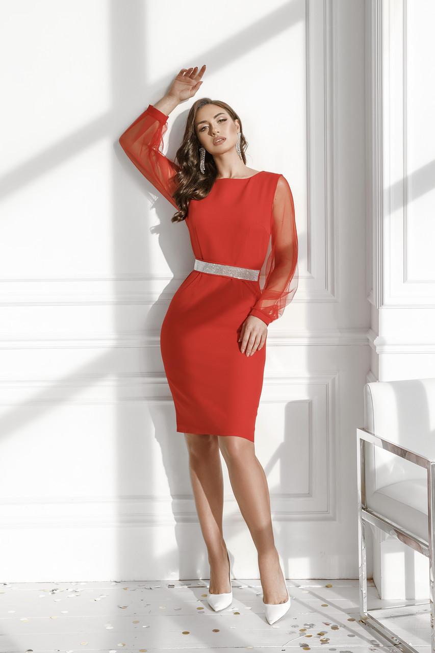 Женское платье с поясом из камней Красный
