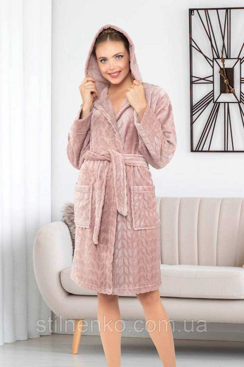 Женский халат с капюшоном и накладными карманами