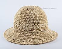 Симпатичная маленькая шляпка цвета беж