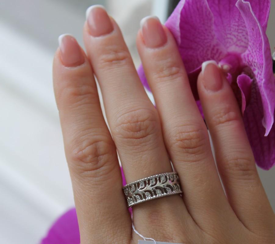 Серебряное кольцо с узором и белым цирконом Лаунж