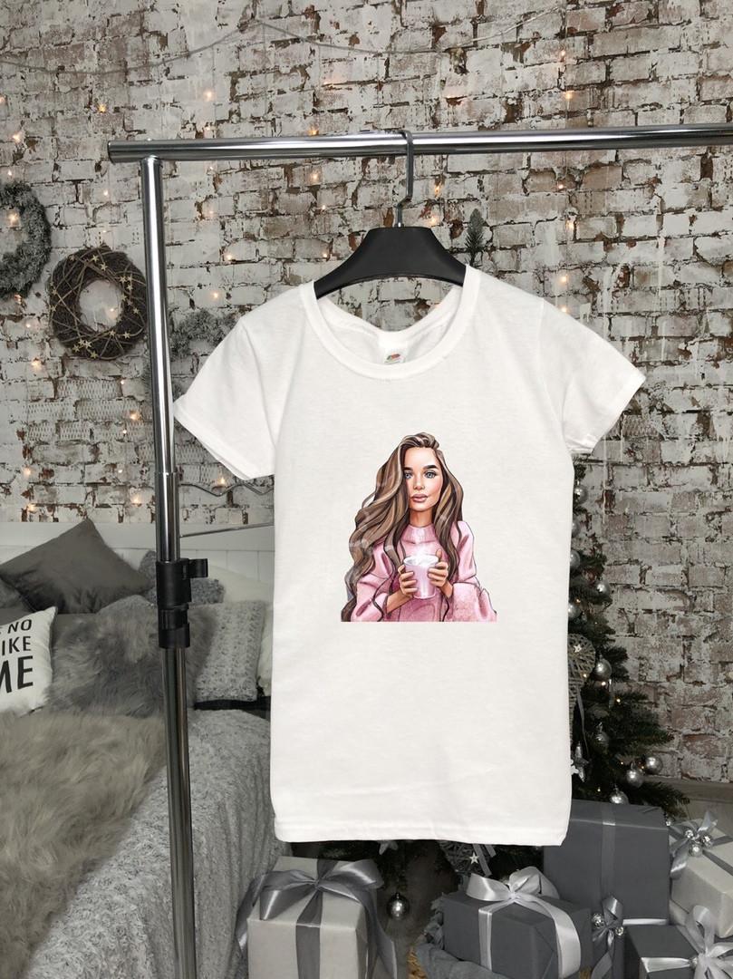 Базовая футболка женская. Стильная женская футболка белого цвета.