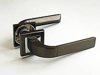 Дверные ручки на квадратной розетке BRILLANTI AL-077 MBN/CP(графит/хром)