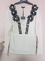 Наряднsй белый свитер с черной кружевной отделкой Leo Guy