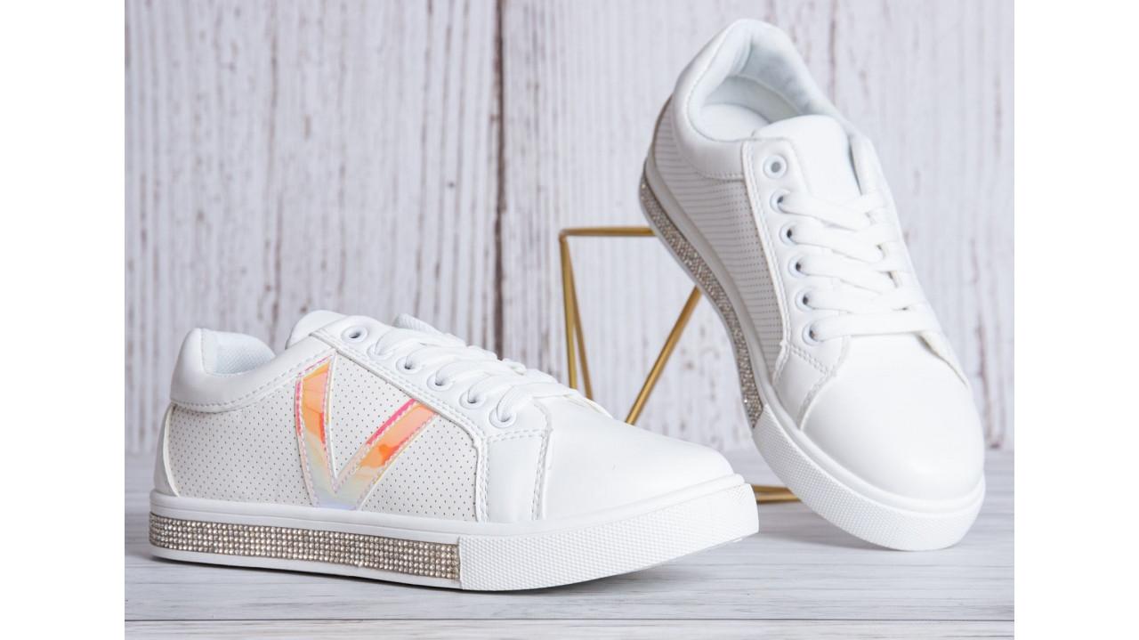 Жіночі кросівки білі шкіра стрази на підошві перфорація