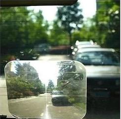 Лінза Френеля для поліпшення видимості сліпої зони позаду авто