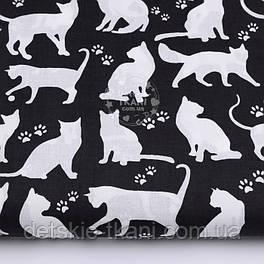 """Хлопковая ткань """"Коты и следы лапок"""" белые на чёрном фоне №2578"""