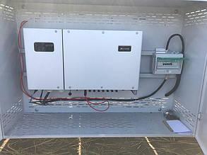 Открытый шкаф с оборудованием - инвертором и комплектом защиты.