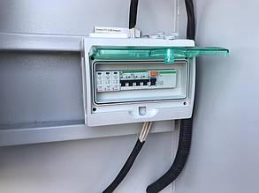Открытый шкаф защиты солнечной электростанции.