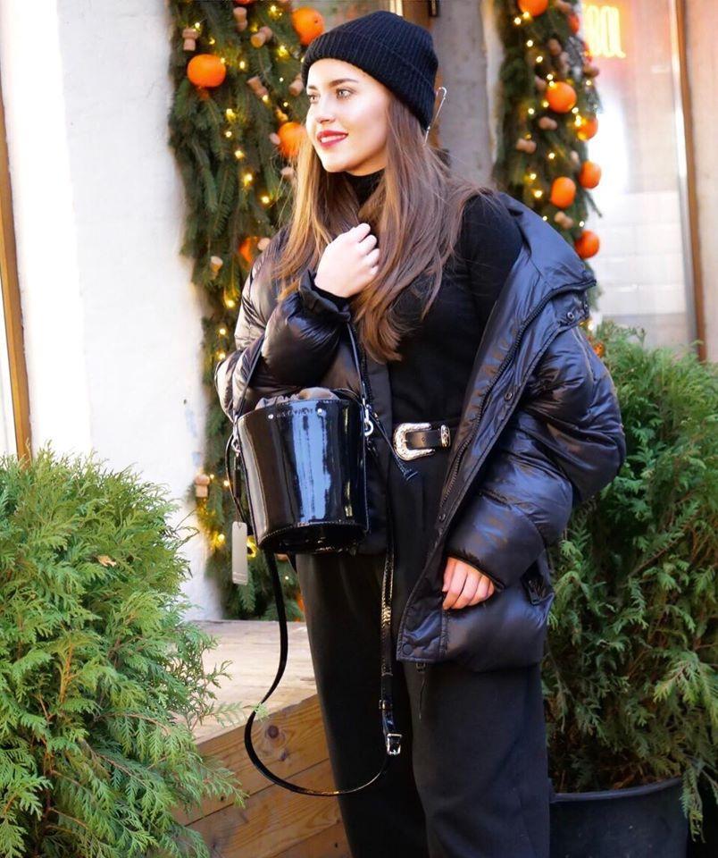 Женская кожаная сумка бочонок черный глянец