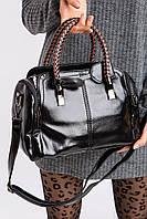Женская сумка-саквояж из черной лаковой эко-кожи