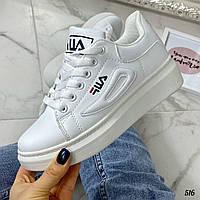 Красивые белые кроссовки