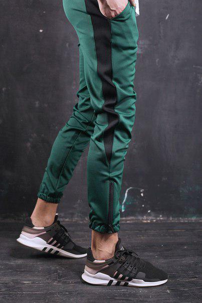 Чоловічі спортивні штани зелені з смугою,модель Роккі