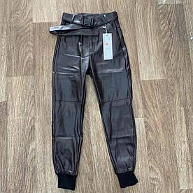 Модные кожаные брюки на поясе 42-46 (шоколадный)