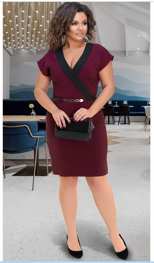 Женское платье с V-образным вырезом бордовое