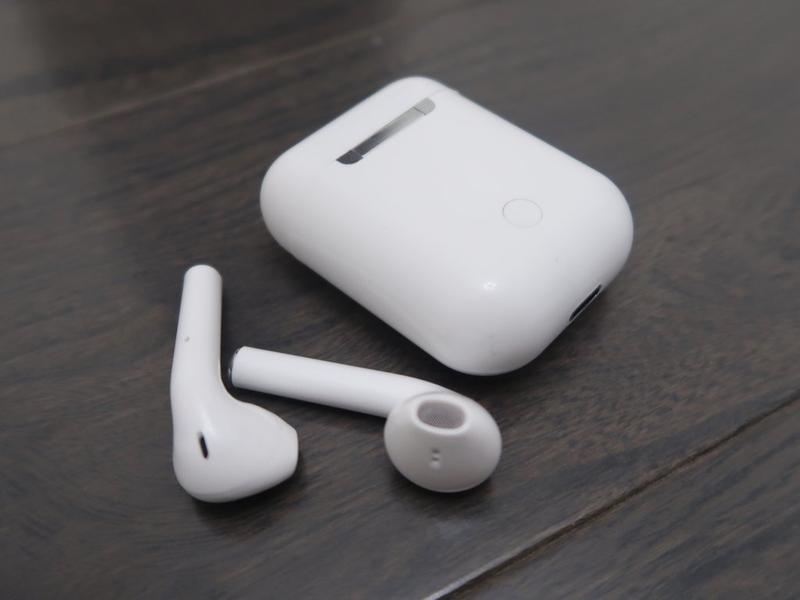 Беспроводные сенсорные Bluetooth 5.0 наушники с зарядным боксом TWS i11 белые