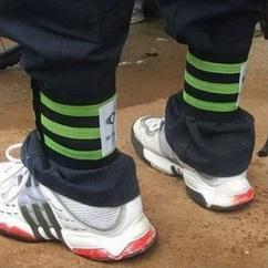 Стяжка эластичная широкая светоотражающая на ногу для защиты штанины /  штанов от попадания в цепь / звезду