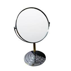 Двустороннее круглое увеличительное зеркало.