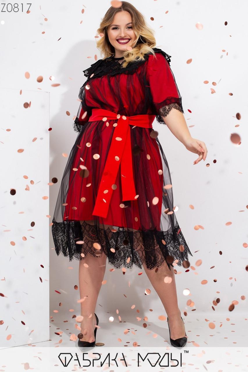 Эффектное платье прямого кроя на подкладе, сетчатый верх с декором из кружева на рукавах и подоле и съемным поясом по талии Z0817