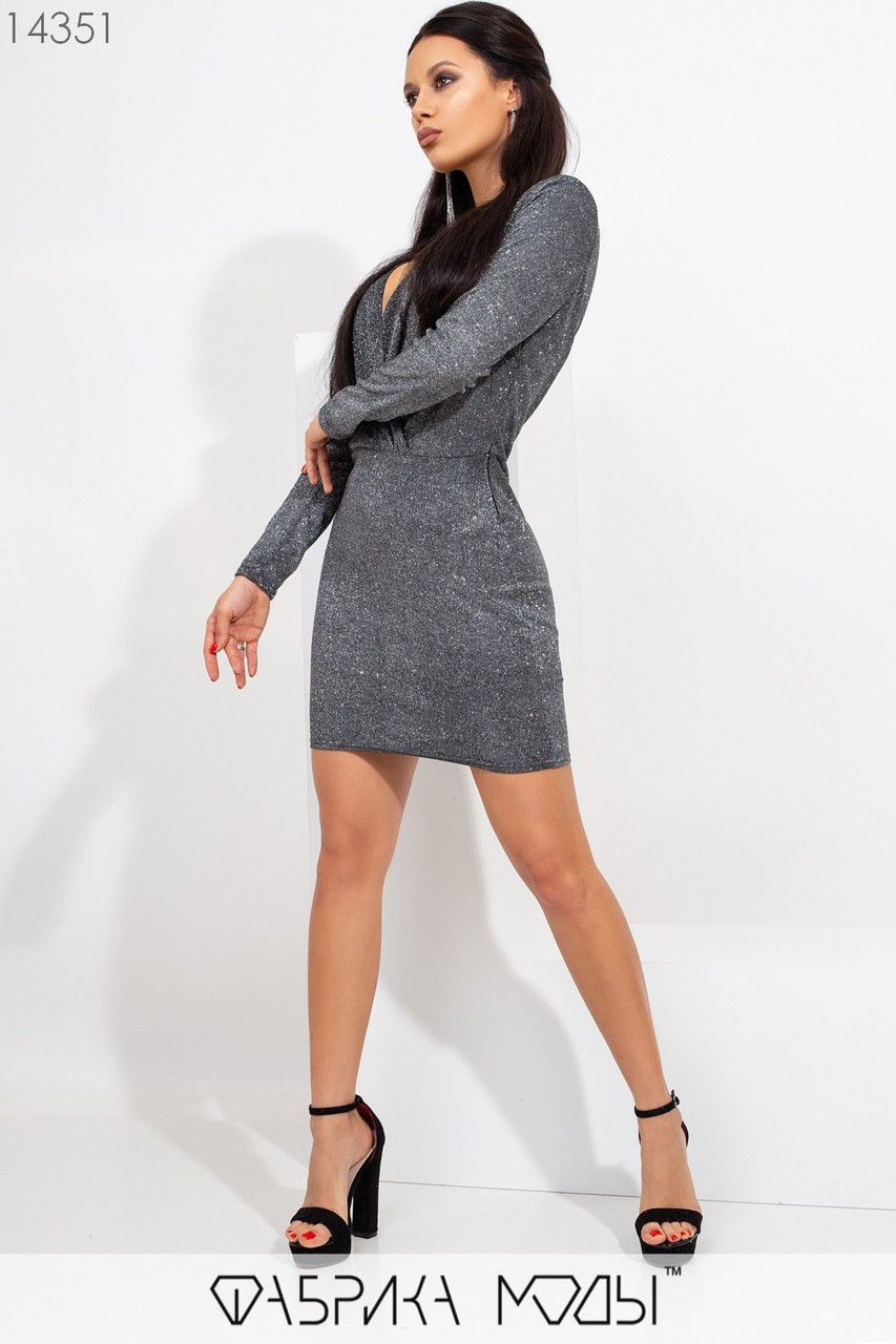 Платье мини кроя футляр с цельнокроенным верхом, глубоким декольте длинными зауженными рукавами и отрезной талией 14351