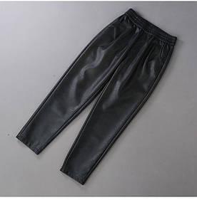 Лаконичные женские кожаные брюки бананы (42-46)