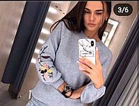 Красивый женский свитер  с вышивкой на рукаве, фото 1