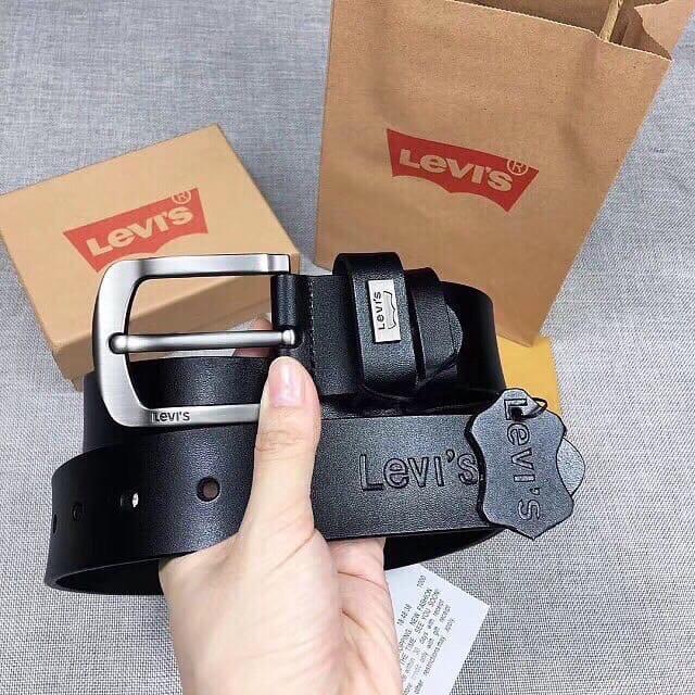 Ремень мужской кожаный Levi's черный в подарочном наборе