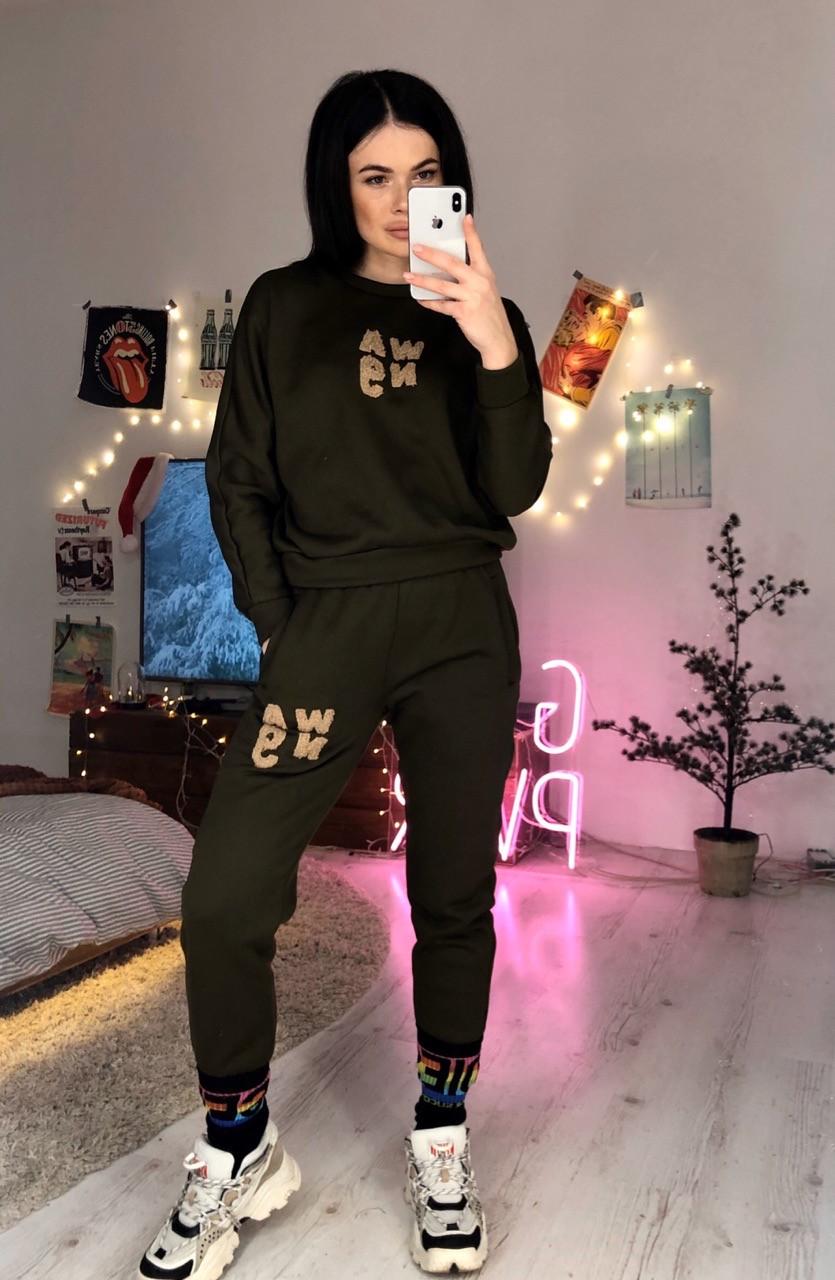 Женский теплый спортивный костюм из трехнитки с декором и манжетами 6005830
