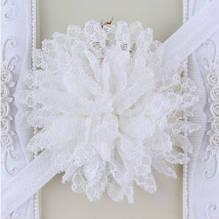 Детская белая повязка с цветком - окружность 40-50см, размер цветка 10см