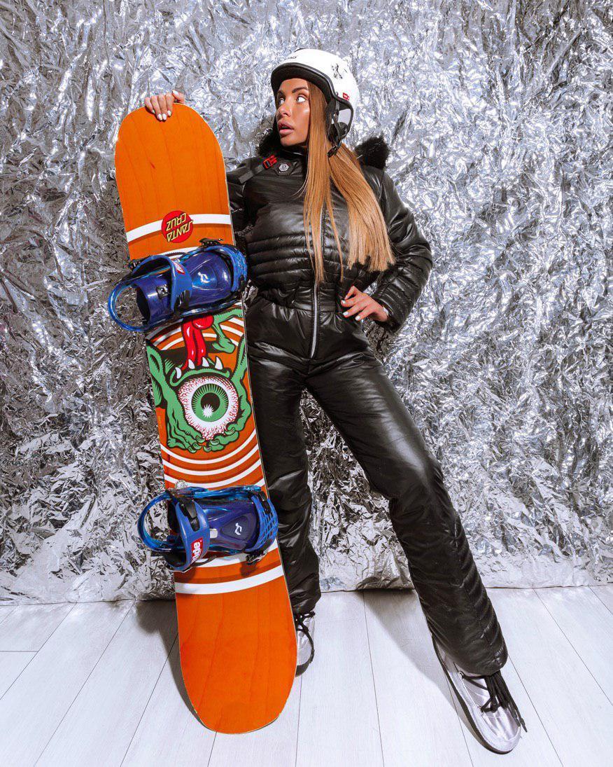 Женский зимний горнолыжный комбинезон с резинкой на талии и меховой опушкой на капюшоне 18gk43