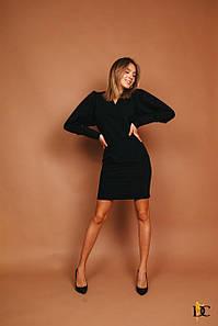 Черное приталенное платье из костюмки с рукавом летучая мышь 31ty771