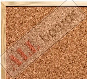Пробковые доски в деревянной раме