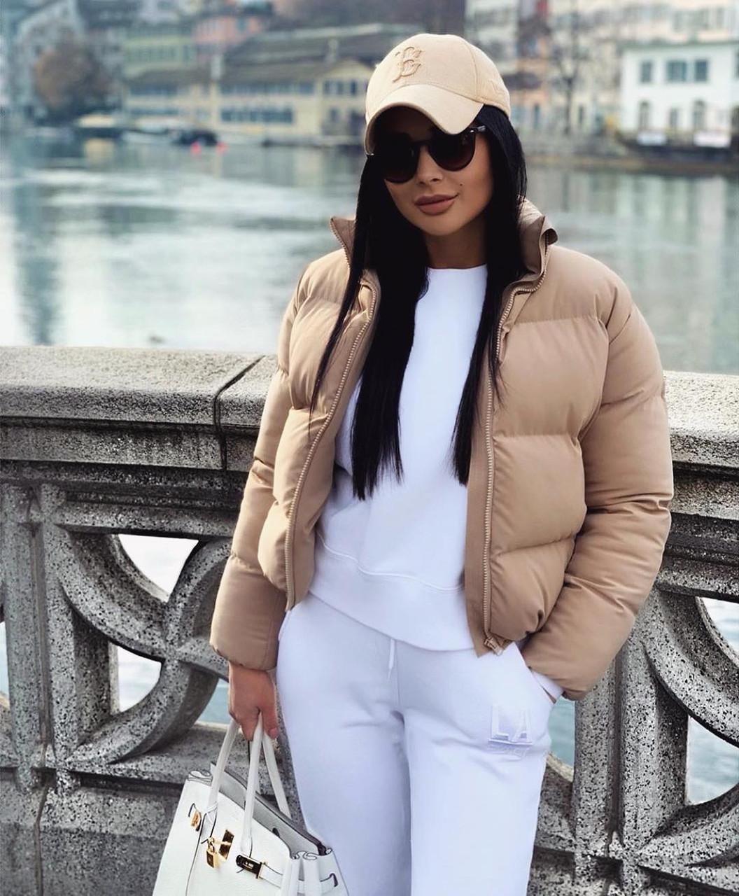 Объемный дутый зимний пуховик куртка мини короткий с карманами капюшоном песочный бежевый
