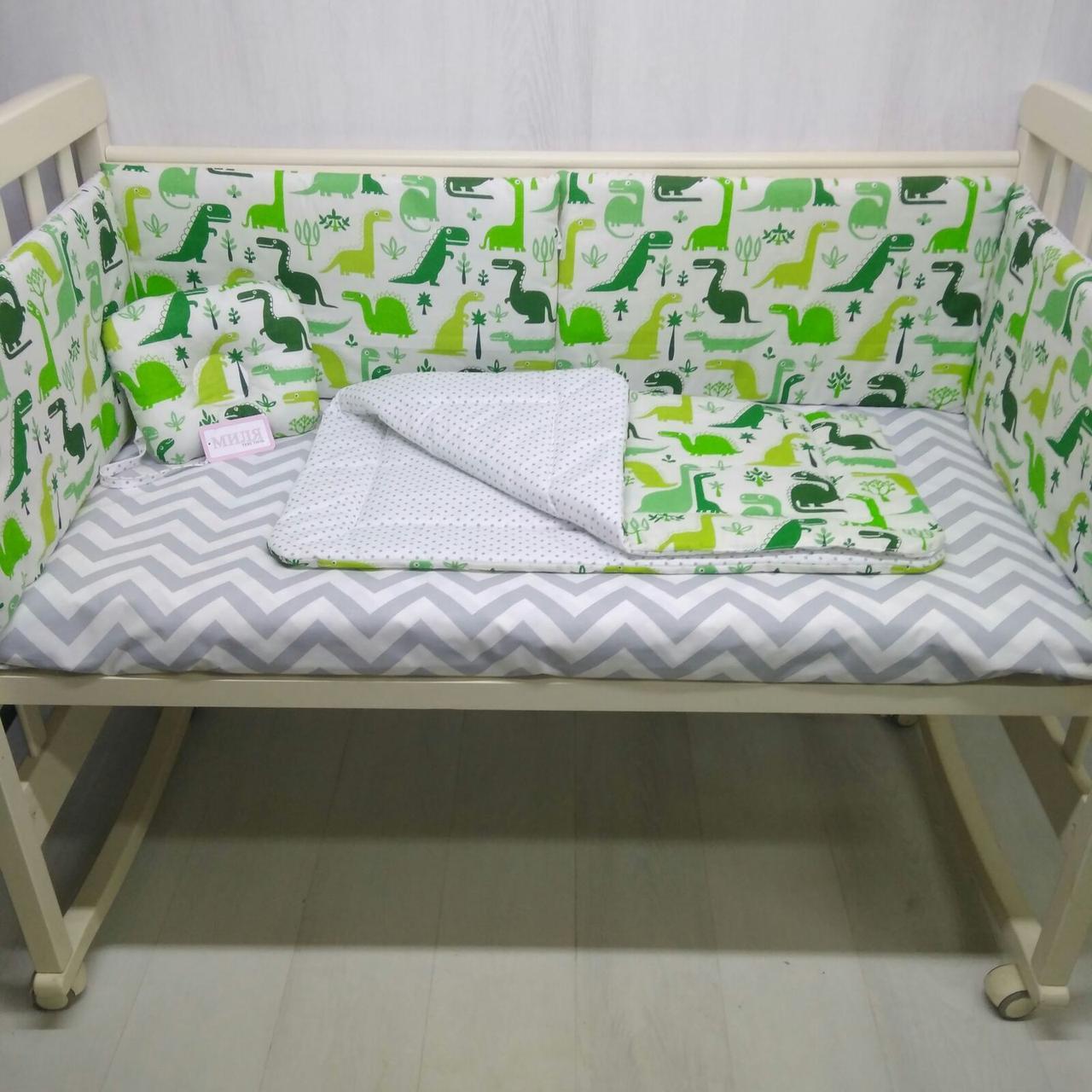 Защита в кроватку с ортопедической подушкой и одеялом для новорожденных Динозаврики цвет зеленый