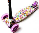 Самокат трехколесный детский Maxi светящиеся колеса принт Violet Flowers, фото 2