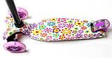 Самокат трехколесный детский Maxi светящиеся колеса принт Violet Flowers, фото 3