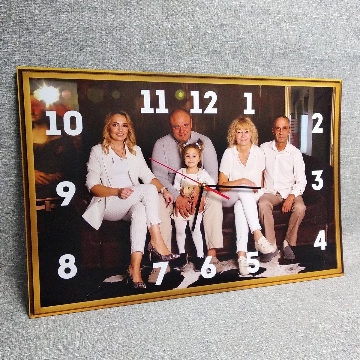 Часы Настенные с Вашей семейной фотографией. Прямоугольные