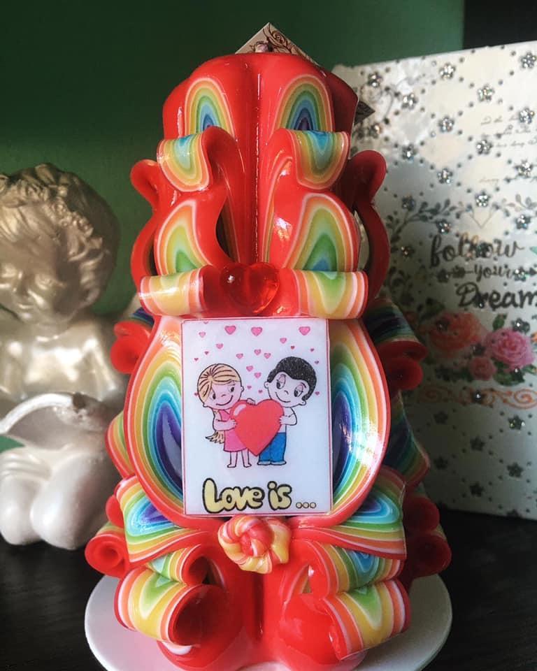 Свеча романтическая Love is