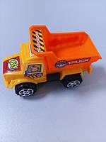 Машина грузовик желто - оранжевая