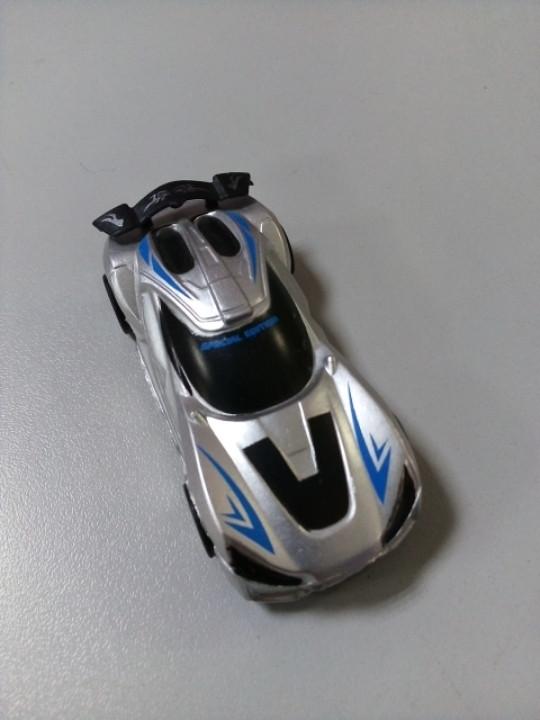 Машинка маленькая серебристая
