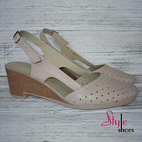 Женские босоножки на стильном каблуке